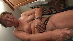 Housewife Piercing
